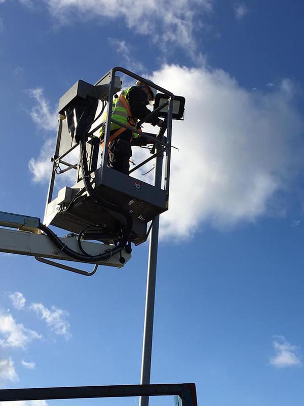 Image 17 - Replacement flood lights in Tilbury docks