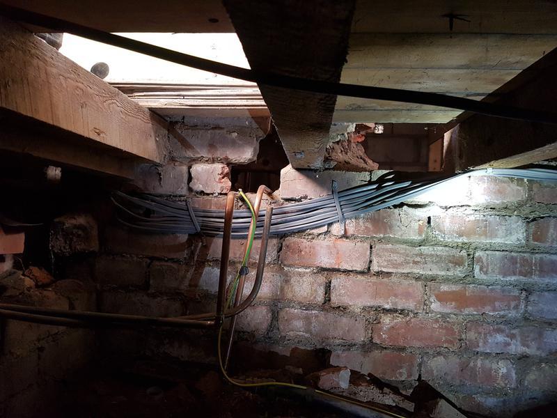 Image 31 - under floor cable management 1/3