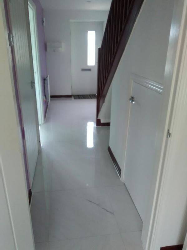 Image 23 - 27m2 of 600x600 marble effect porcelain