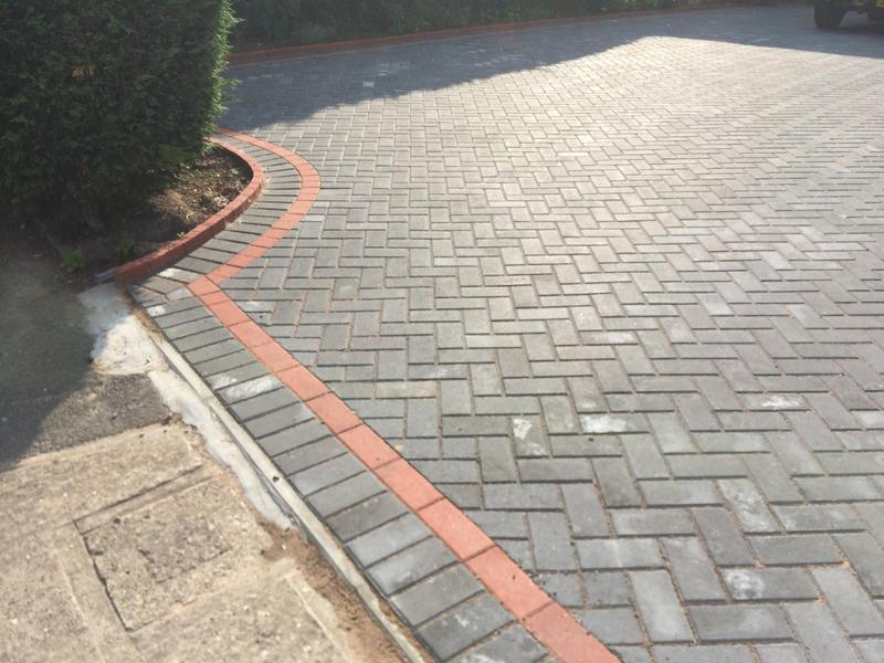 Image 24 - Paving With a paving edge