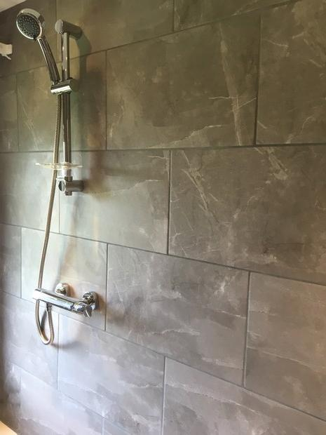 Image 57 - Thermostatic bar mixer shower and brickwork style tiling