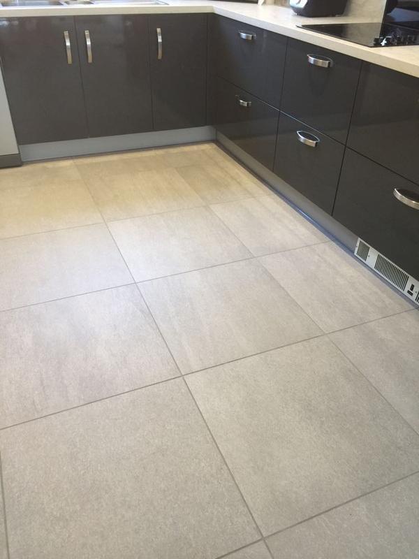 Image 58 - Tiler in Woodbury