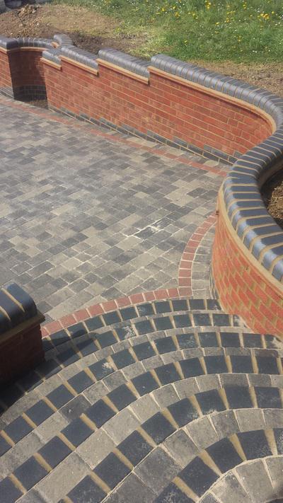 Image 3 - Curved walls & Steps