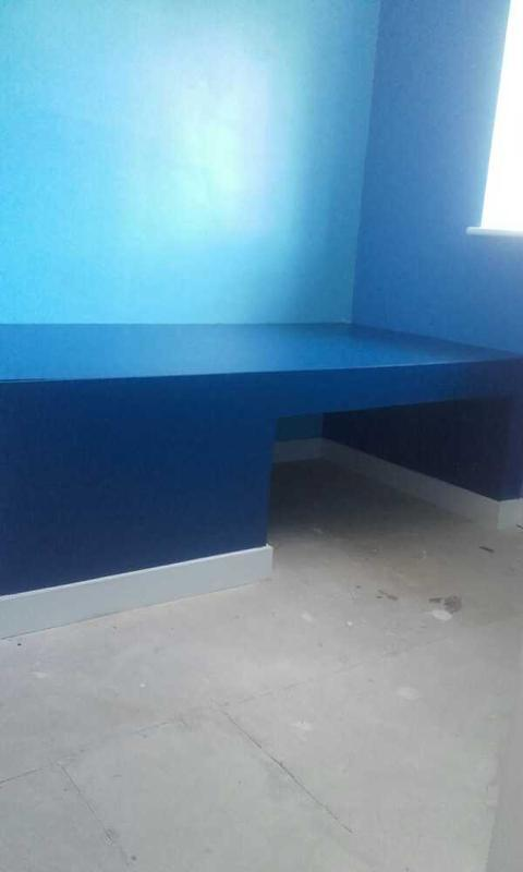 Image 15 - Desk and stoage