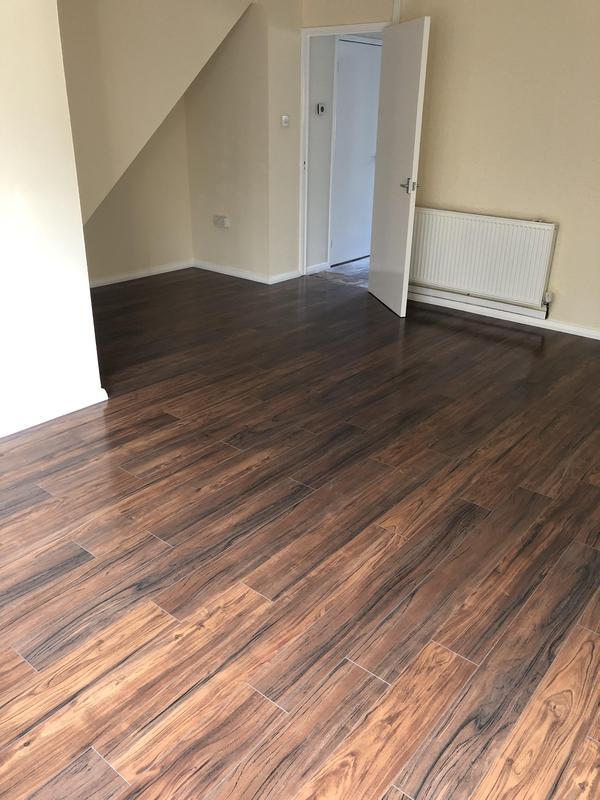 Image 9 - Wood laminate/lounge