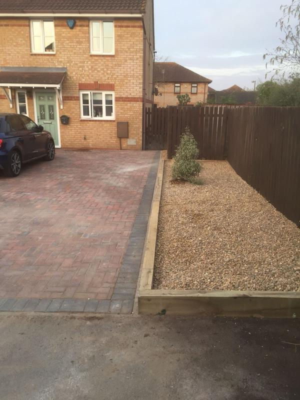 Image 17 - block paving driveway and flower bed