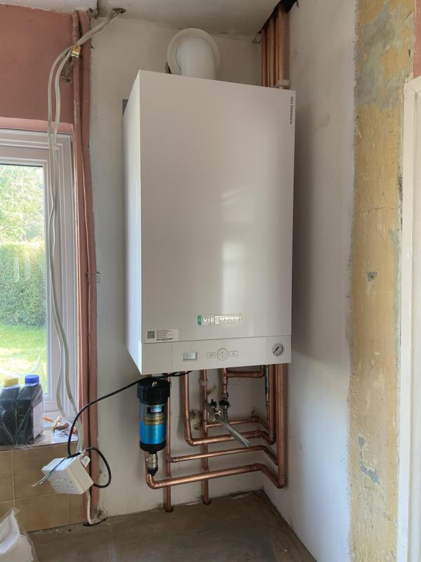 Image 2 - New Viessmann 35 kw combination boioer installation 7 year warranty