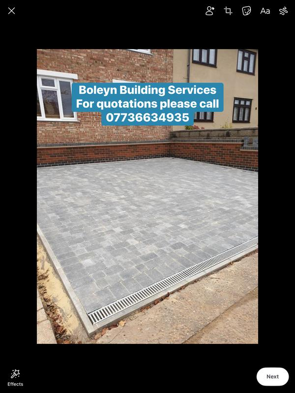 Image 141 - Grey Tegula blockpaved drive with retainer wall