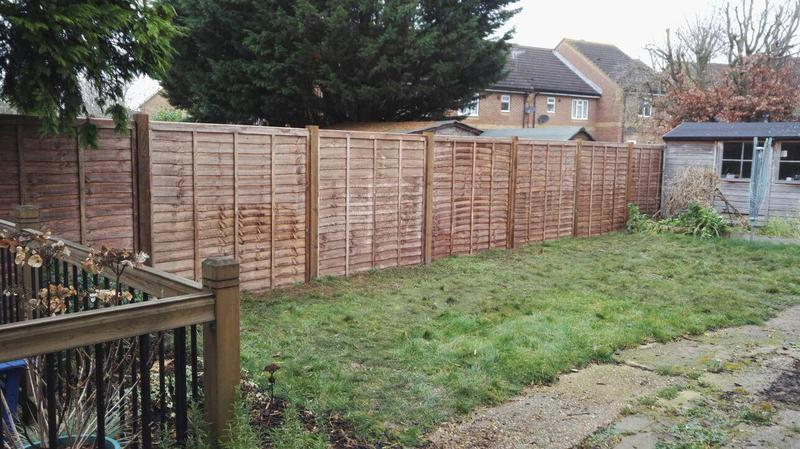 Image 17 - Budget fencing - lap panels with timber posts