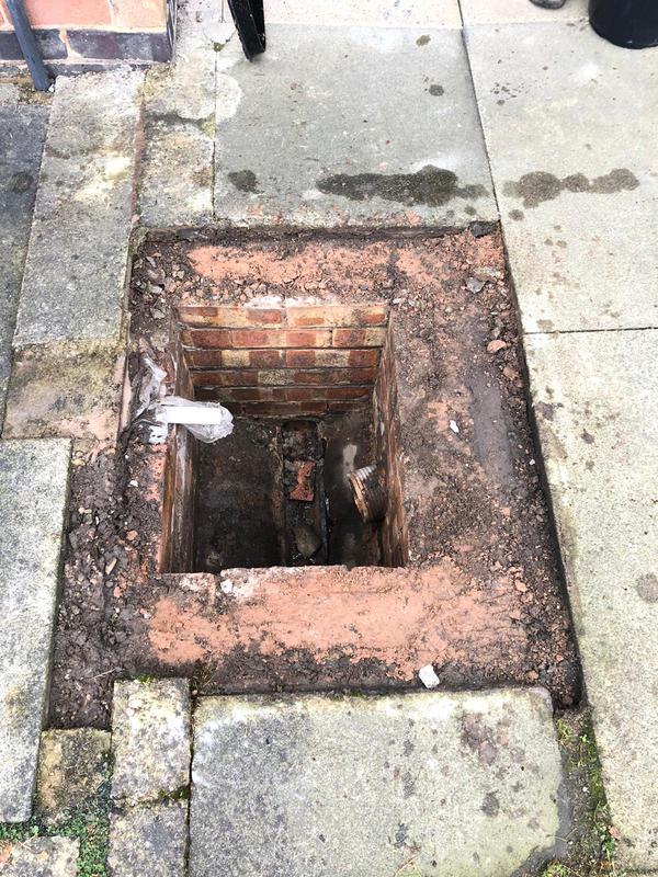 Image 6 - Manhole cover installation: 2