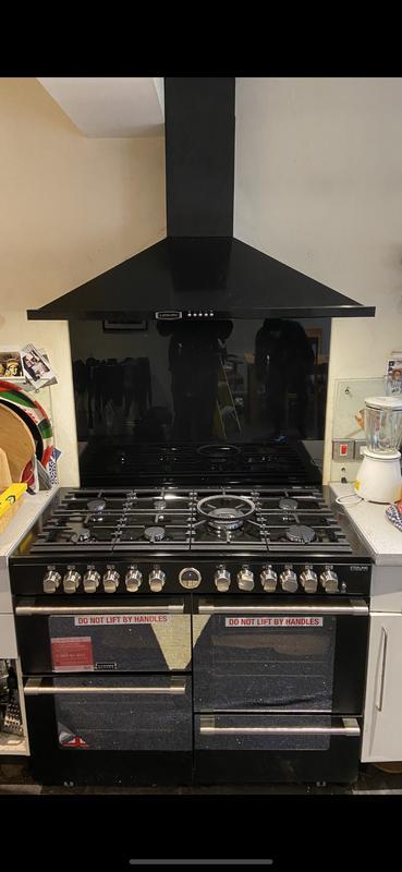 Image 19 - New cooker / extractor / splash back installed