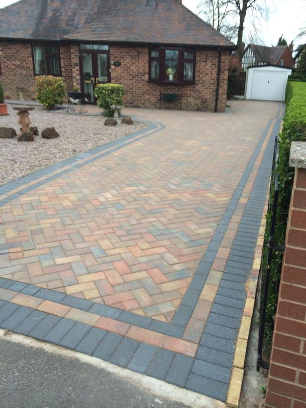 Image 1 - Paving with a paving edge