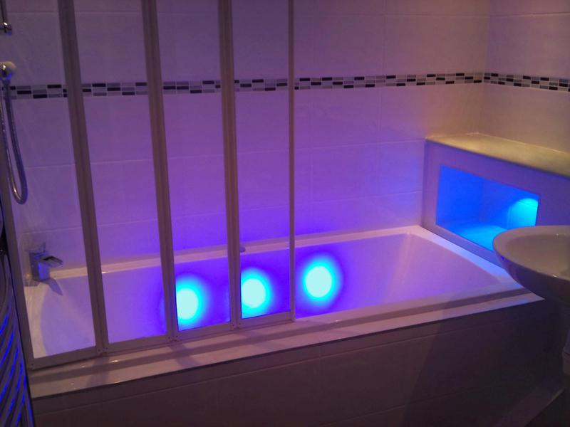 Image 9 - Bath with LED Lighting
