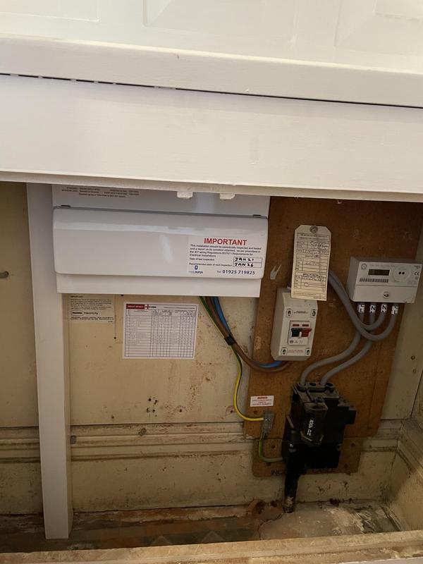 Image 6 - 6 bed house full rewire.