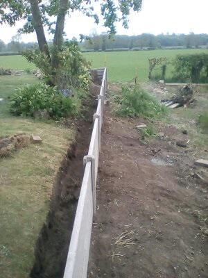 Image 18 - Concrete fence, as retaining wall, after