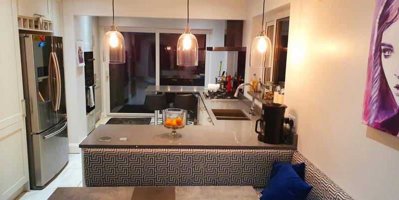 Image 60 - Kitchen installed