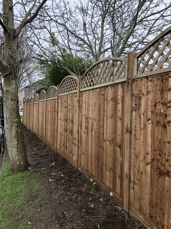 Image 48 - Close board panels with a bow top trellis and wooden posts
