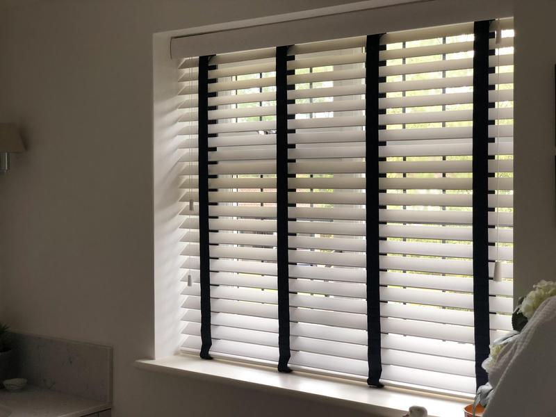 Image 15 - Fitting blinds wood Venetians blinds