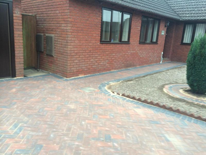 Image 2 - Paving with a paving edge