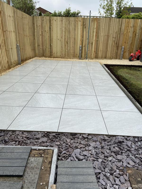 Image 39 - Porcelain patio and featheredge fencing