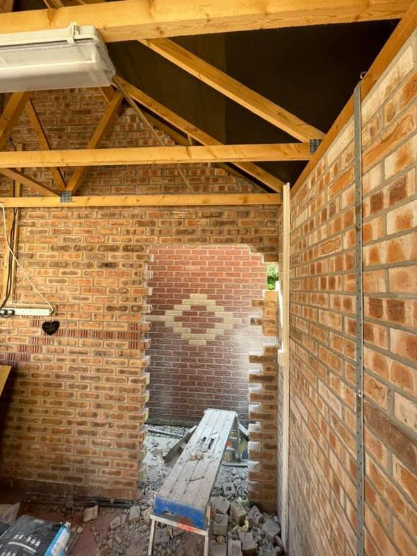 Image 115 - Ashton Double Story Extension - During - Brickwork Inside building