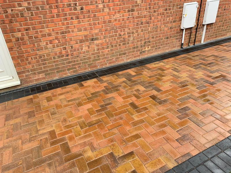 Image 19 - Block paving