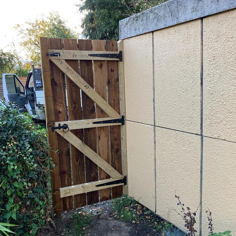 Image 29 - Construction & installation of bespoke garden gate.