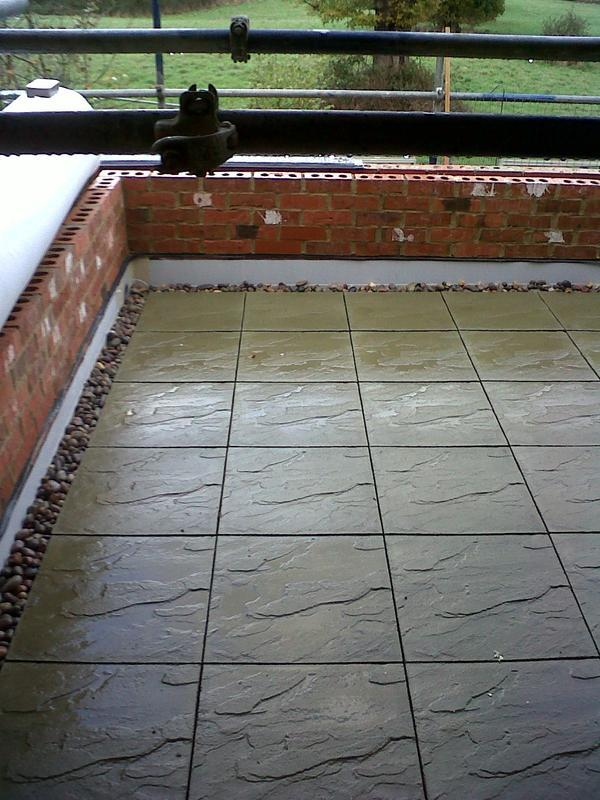 Image 7 - Loose Lay Sika-Trocal Terrace, Marshall Slabs On Cyro Pads With Washed Pebbles To Perimeter - Beaconsfield, Buckinghamshire