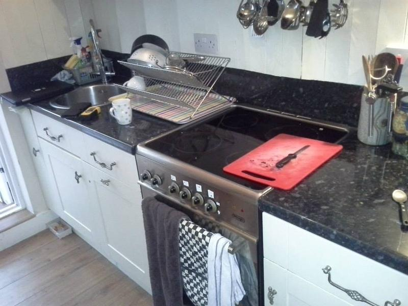 Image 191 - Kitchen tiled splashback replacement