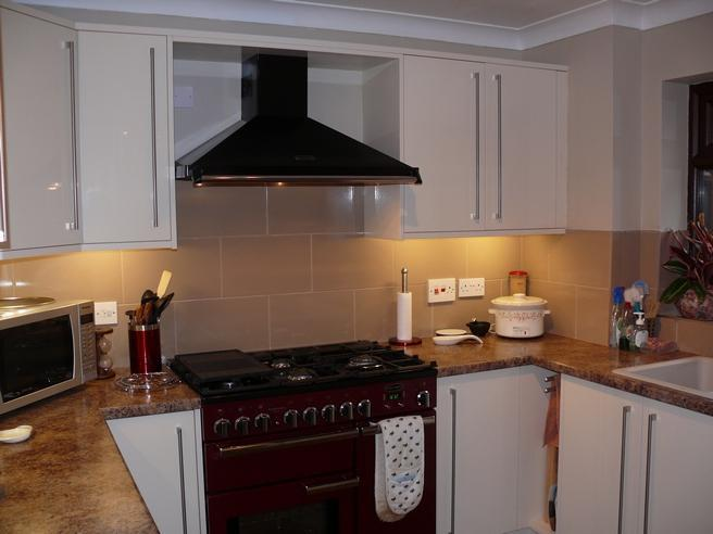 Image 14 - Range cooker and hood