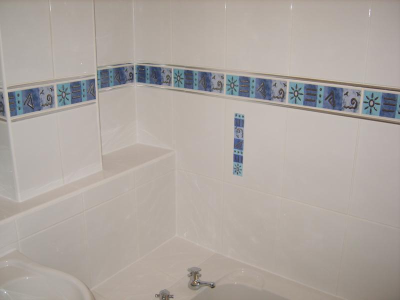 Image 56 - BATHROOM WITH BORDER
