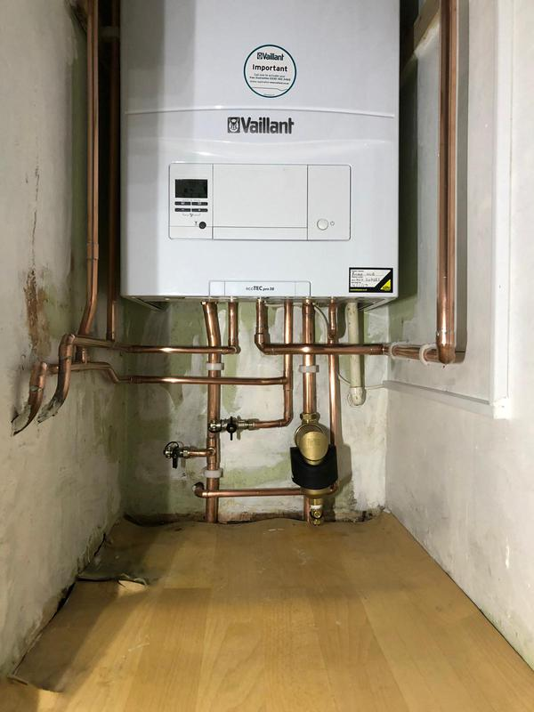 Image 16 - New combination Vaillant boiler install. Vaillant boiler protection kit installed for a 10 year warranty.