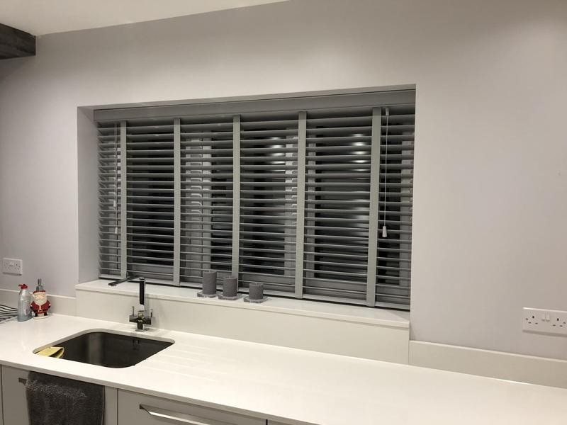 Image 16 - Fitting blinds wood Venetians blinds