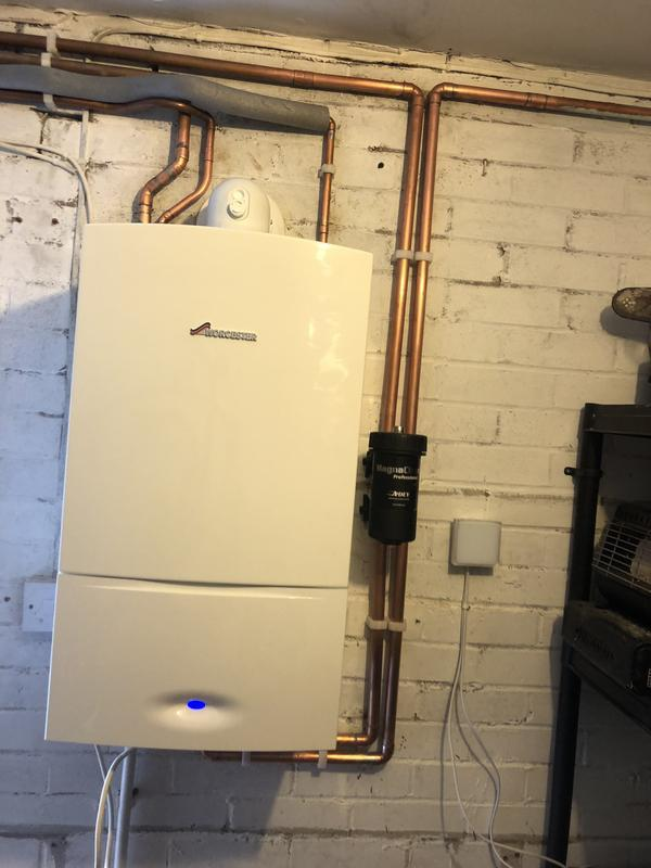 Image 32 - Worcestor 30i with 5 years warranty. New filter installed and clock. Full powerflush of existing heating system