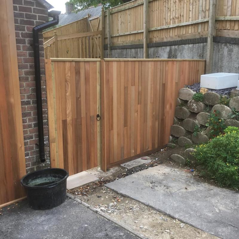 Image 121 - Cedar wood fencing infill and matching gate