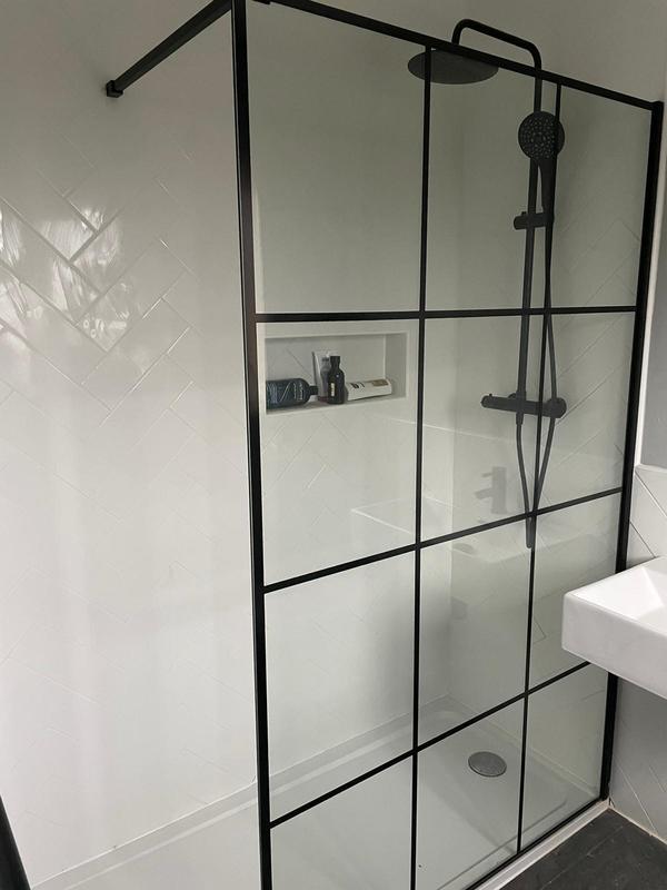 Image 22 - Ensuite Shower