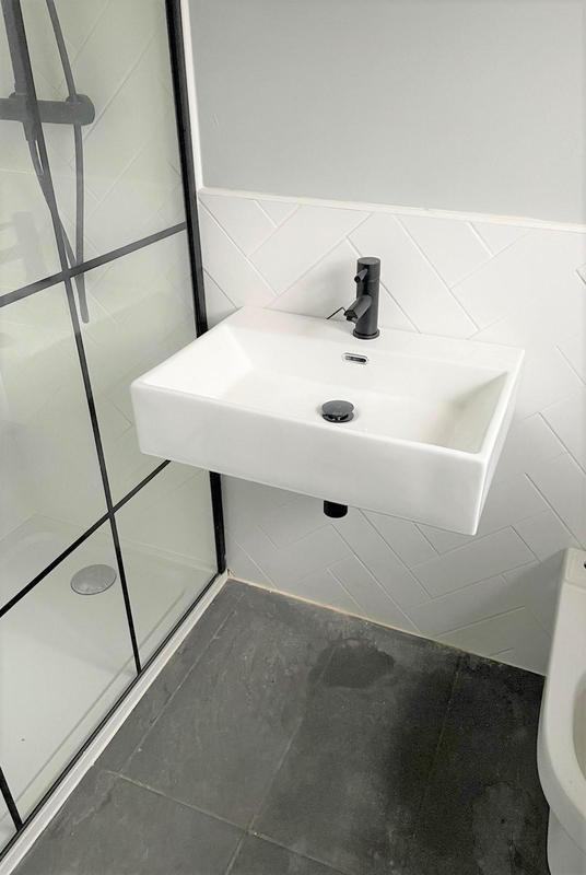 Image 24 - Ensuite Sink