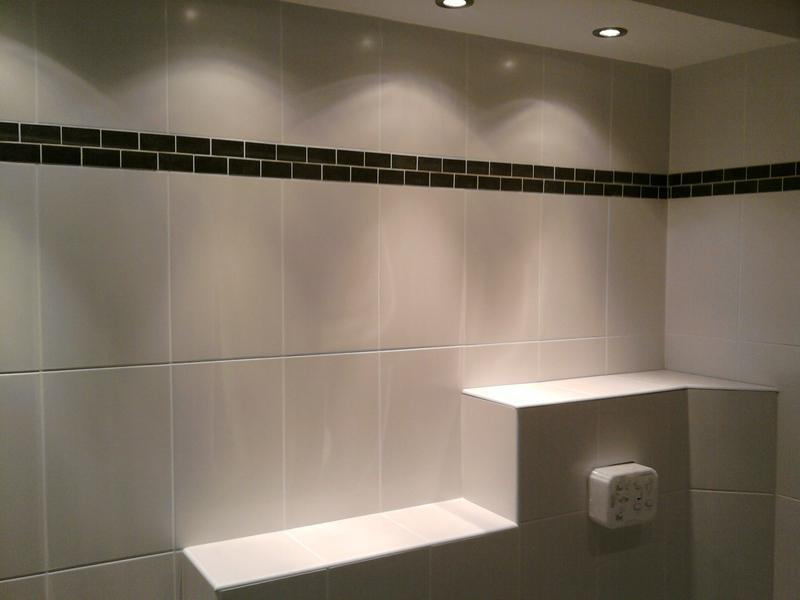 Image 13 - Ceramic bathroom walls, black marble border