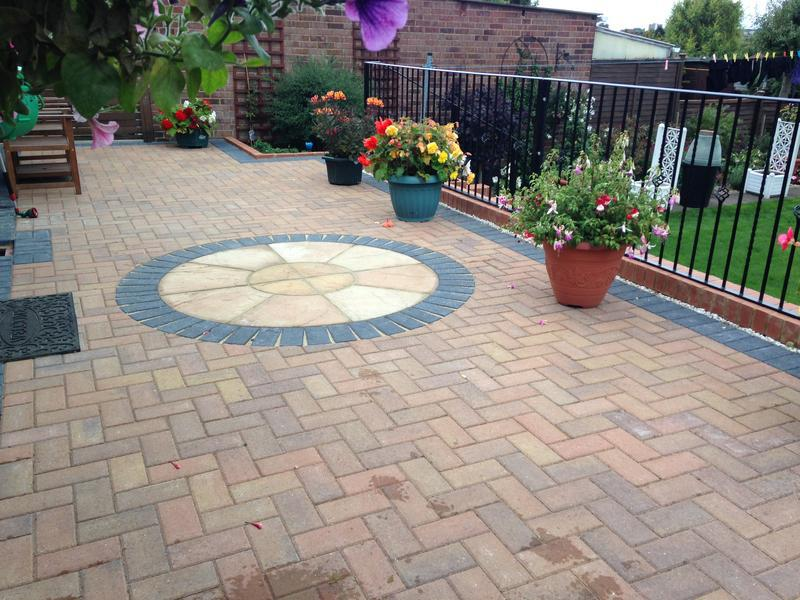 Image 32 - PATIO IN LUTON