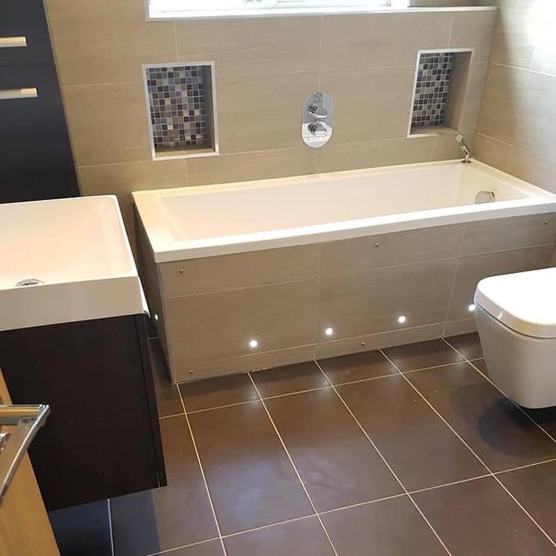 Image 35 - Bathroom bath panel lights