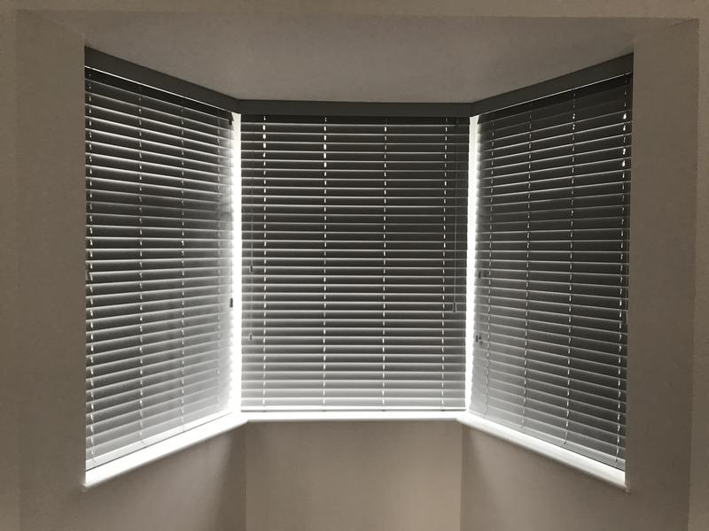 Image 2 - Fitting blinds wood Venetians blinds