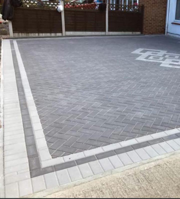 Image 211 - Charcoal block paving driveway with natural stone grey border