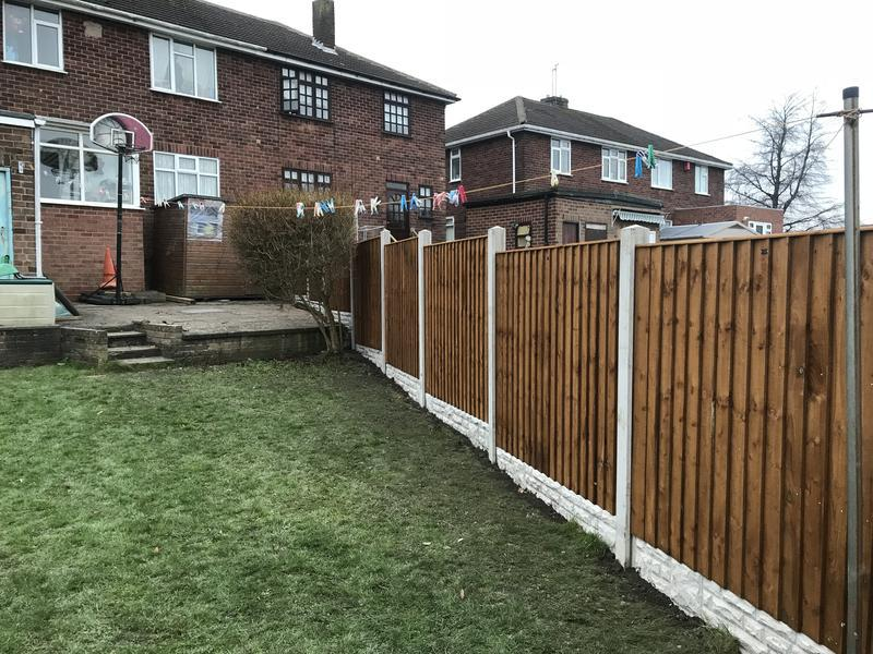 Image 59 - Featheredge panel and concrete post fence