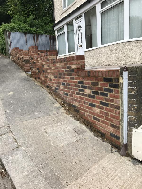 Image 16 - Build a nine inch wall in multi stock bricks with brick on edge to seal in dover kent