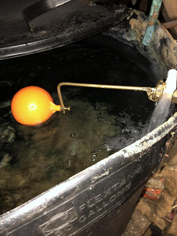 Image 32 - Ballvalve in a cold water storage tank