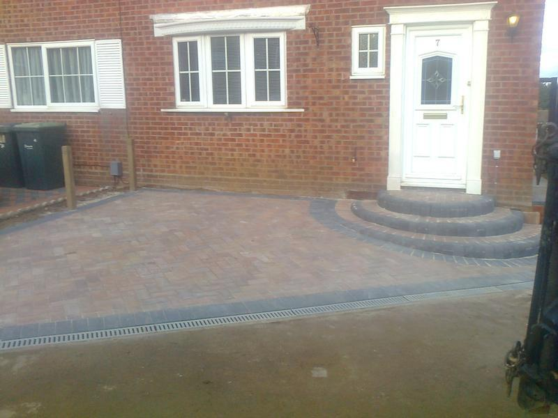 Image 20 - Block Pave Drive with step in Forest Blend with Charcoal in Stopsley, Luton