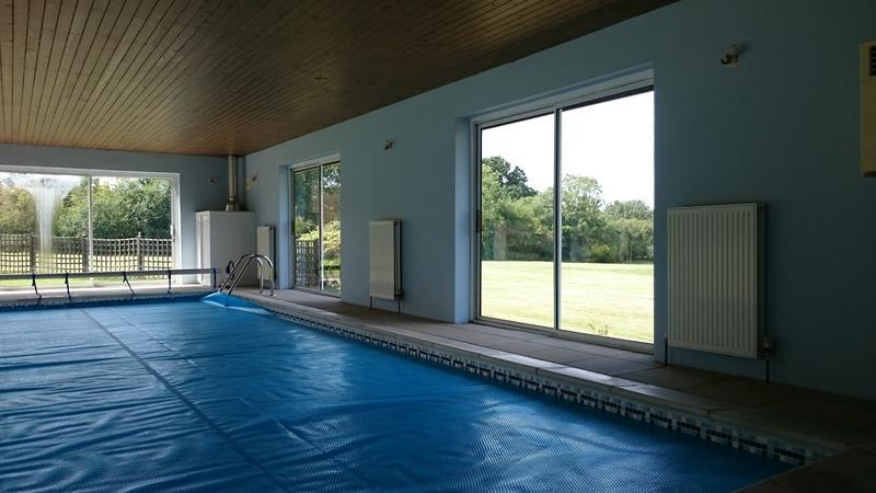 "Image 45 - Purpose built pool house finished in Sandtex ""Snowbird"""