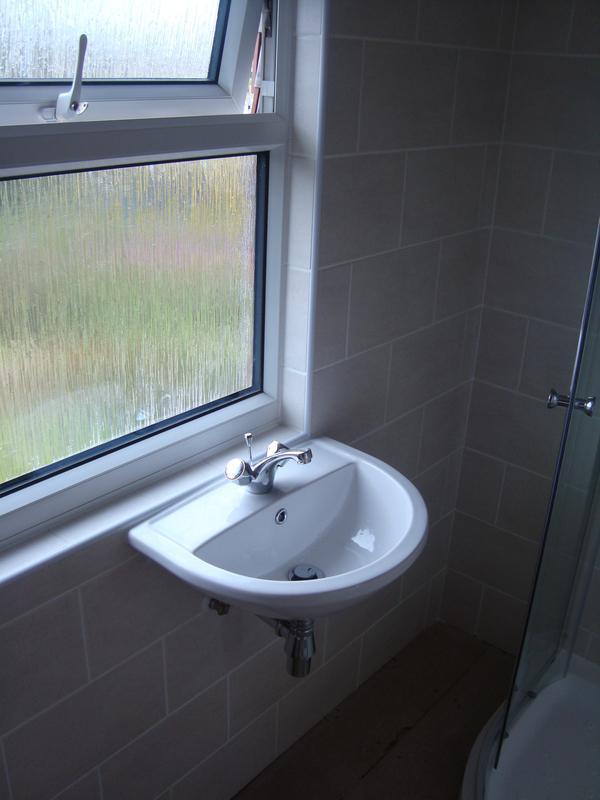 Image 7 - showeroom sink