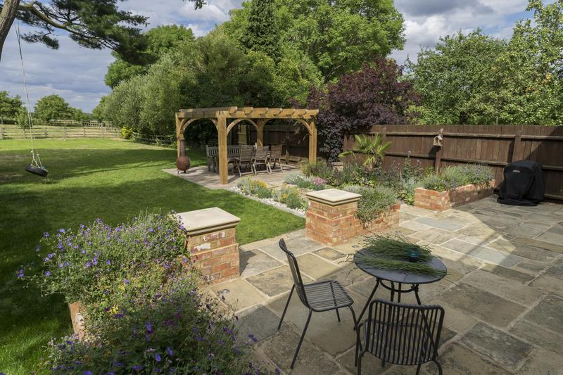 Image 16 - Traditional Country Garden