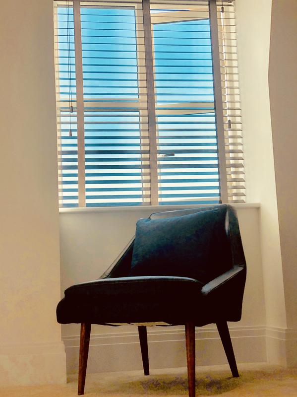 Image 11 - Fitting blinds wood Venetians blinds
